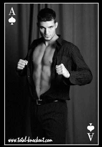 Deni moški striptizer